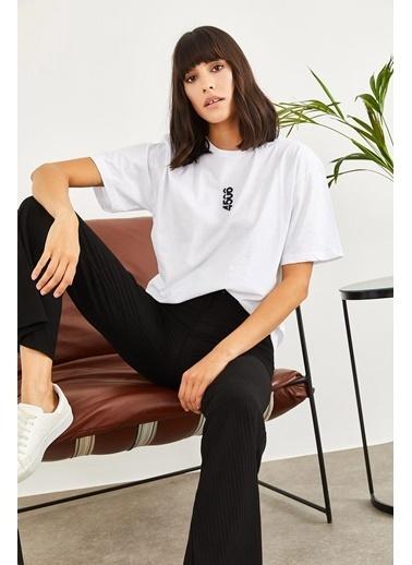 Sortee Kadın Nakışlı Oversize T-Shirt Beyaz